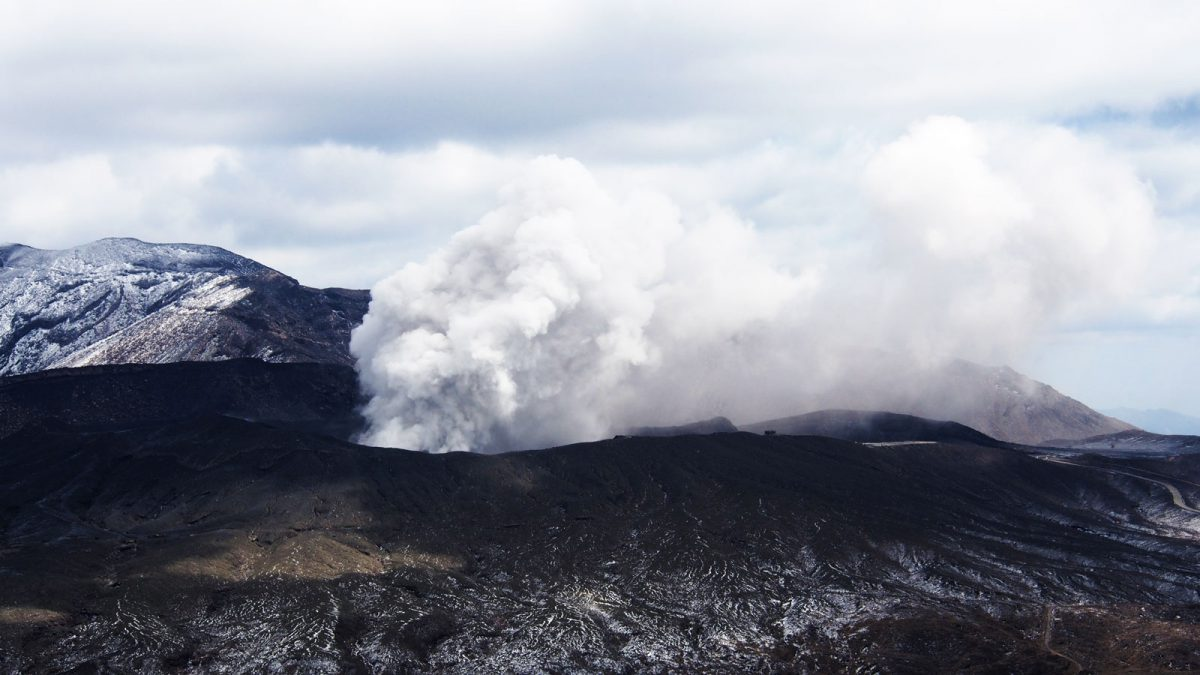 Nakadake crater, Aso